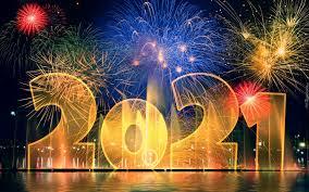 Noworoczne fajerwerki przy napisie 2021